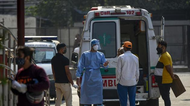 Currently, nearly 60% of the total active cases or those with the infection in Delhi are in home isolation, 20% admitted to hospitals, with the rest – who did not have proper isolation facilities – being in Covid care centres.(Biplov Bhuyan/HT Photo. Representative image)