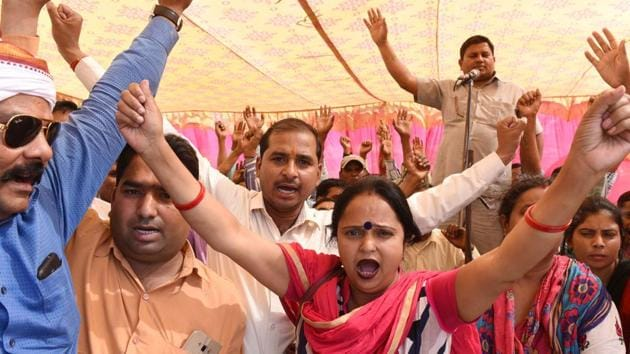 Shiksha Mitras protest at Laxman mela park in Lucknow, UP, in 2018.(HT archive)