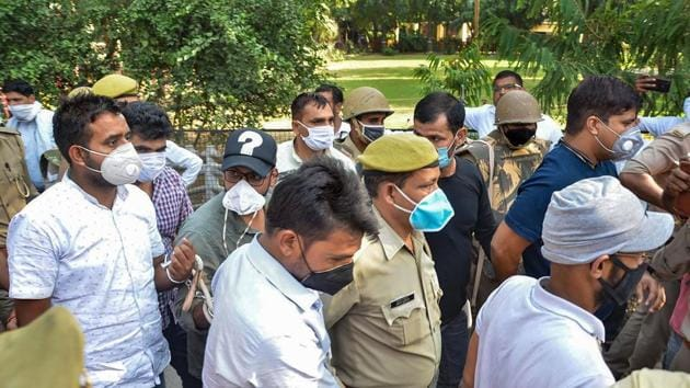Police produce journalist Siddique Kappan (with cap) and three others, suspected to have links with the Popular Front of India and its affiliate in Mathura, to a court in Mathura, in October.(PTI)