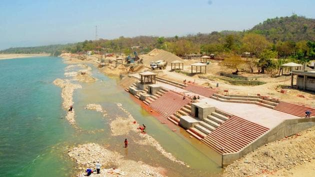 The sage and seer community has been demanding the restoration of Ganga's status at Haridwar for a long time..(HT Photo)