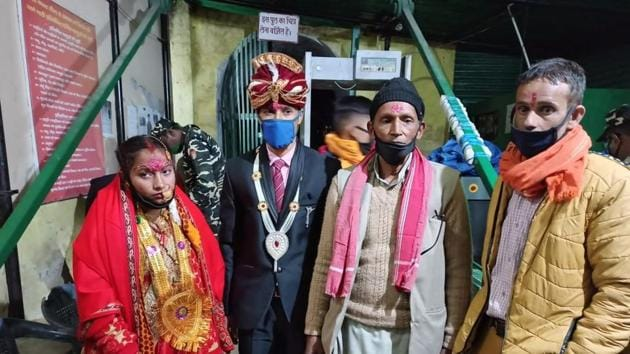 Chintamani Bhatt crossing the crossing the international border in Jhulaghat of Pithoragarh with Nepalese bride Ambika Bhatt on Saturday evening.(HT PHOTO)