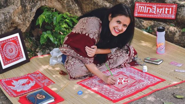 Minakshi Khati designing a poster following the Aipan art form in Nainital district.(HT PHOTO.)