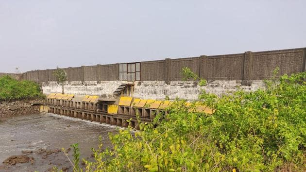 The area had been going dry over the past few months as the free flow of tidal water had been restricted by the sluice gates on one side and artificial bunds on the other.(Source: NatConnect Foundation)