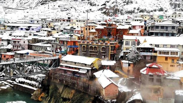 Fresh snowfall at Badiranath Dham, in Chamoli district of Uttarakhand, earlier last week.(File photo)