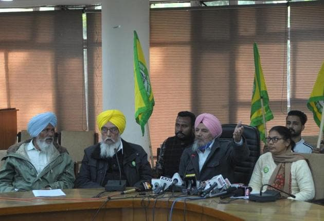 Bharti Kisan Union (Ugrahan) leaders Harinder Kaur Bindu, Joginder Singh Ugrahan, Jhanda Singh Jethuke and Shingara Singh Maan during a press conference at Kisan Bhawan in Chandigarh on Tuesday. Farmers of Punjab and Haryana have announced a Delhi Chalo march on November 26 and 27 to protest the Centre's farm laws.(Ravi Kumar/HT)