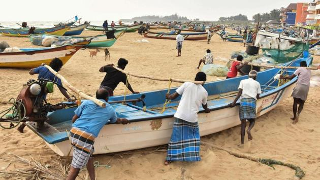 Fishermen shift their boats to safety following an alert about Cyclone Nivar in Tamil Nadu's Mamallapuram on Monday.(PTI Photo)