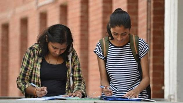 The high court had earlier asked the Delhi University and its examiners to expedite the evaluation process of online open book examination (OBE) and declare the students' results preferably by the first week of October.(Raj K Raj/H file)