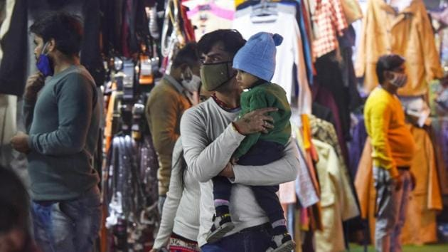 "People in warm clothes at Janpath market in New Delhi on November 23. ""Such a low minimum temperature in November was earlier recorded on November 29, 2003, when it dropped to 6.1 degrees Celsius,"" Kuldeep Srivastava, head of (India Meteorological Department) IMD's regional weather forecasting centre told HT. (Vipin Kumar / HT Photo)"