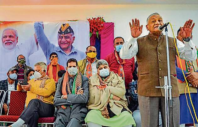 Minister of state for road transport general VK Singh addressing a public rally ahead of DDC polls in Jammu on Tuesday.(PTI)