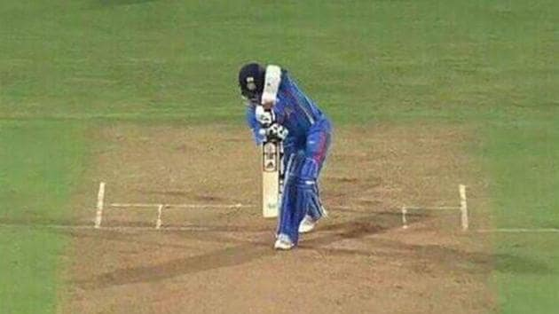 Sachin Tendulkar playing a straight drive(Twitter)
