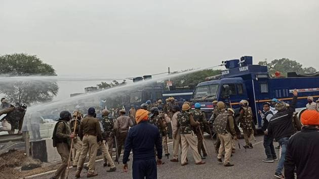 Water cannons being used to prevent farmers from carrying out the Delhi Chalo march to protest the Centre's farm laws, in Ambala on Wednesday.(HT Photo)