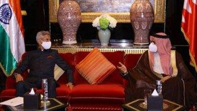 S Jaishankar with Abdullatif bin Rashid Al Zayani in Bahrain. (Photo@DrSJaishankar)