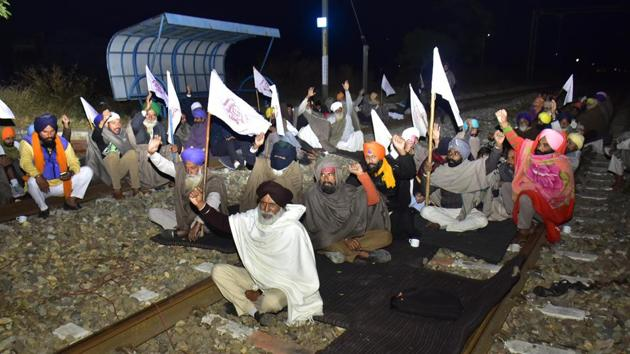 Farmers raise slogans while blocking a rail track at Jandiala Guru railway station to protest against Centre's new farm laws, in Amritsar, Punjab, on Tuesday.(HT Photo)