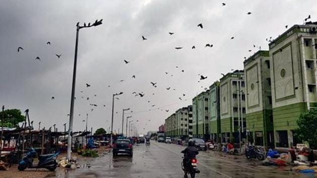 Dark Clouds hover over the city as Cyclone Nivar to cross the state, in Chennai.(ANI)