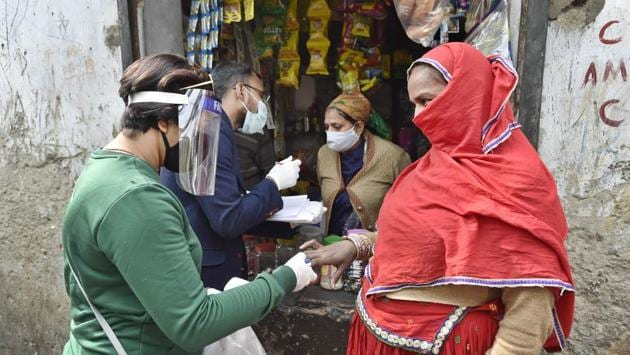 A surveyor checks the blood oxygen levels of a woman during a door to door Covid-19 survey in New Delhi on November 24. India latest spike of 44,376 cases of the coronavirus disease (Covid-19) over the past 24 hours has taken the country's infection tally past 9.22 million, figures from the Union Health Ministry showed on November 25. (Ajay Aggarwal /HT Photo)