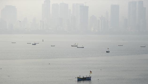 The air quality index (AQI) on Wednesday entered the poor category at 206, calculated from an average of 16 locations in MMR, with the prominent pollutant being PM2.5 — tiny pollutant particles that can easily enter the lungs and cause health ailments, according to the Central Pollution Control Board (CPCB).(PTI PICTURE FOR REPRESENTATION)