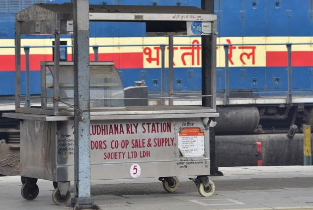 Vendors have decided not to reopen their establishments as most passengers are carrying their own eatables.(Gurpreet Singh/HT)