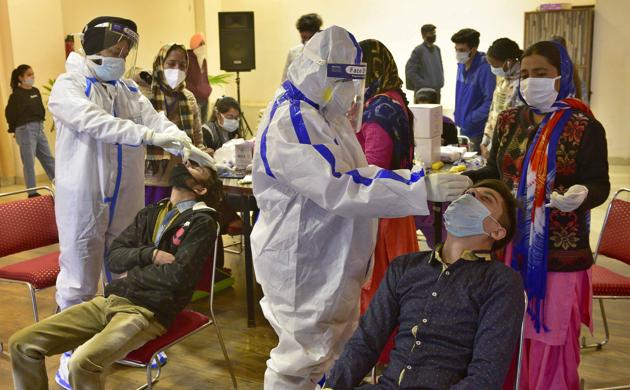 Covid testing being conducted at Punjab College of Technical Education in Ludhiana on Wednesday.(Gurpreet Singh/HY)