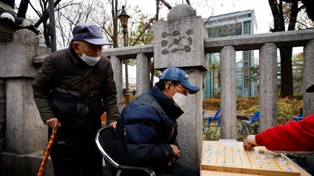 An elderly man wearing a mask plays Korean chess outside a park which is temporarily closed due to concerns for the spread of coronavirus disease (Covid-19) in Seoul, South Korea, November 25, 2020. REUTERS/Kim Hong-Ji