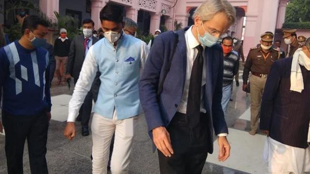 Emmanuel Lenain, ambassador of France in India, visiting the Gorakhnath temple in Gorakhpur on Thursday. (HT Photo)