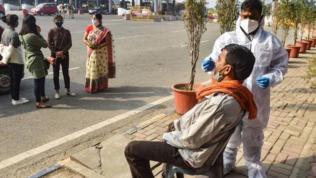 A health worker conducts Covid-19 testing near Delhi–Noida Direct (DND) flyover in Noida on Monday.(PTI Photo)