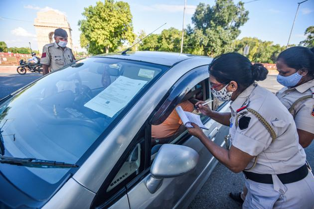Mask rule violators, wanting to escape challan, have been coming up with quite a few tried and tested excuses.(Photo: Biplov Bhuyan/HT)