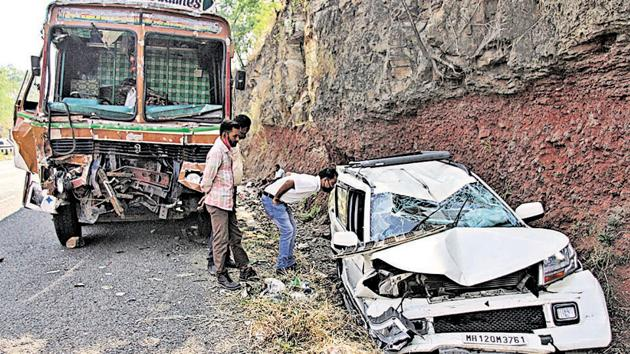 Mangled remains were removed from the spot and the highway was opened for traffic within thirty minutes.(Ravindra Joshi/HT PHOTO)