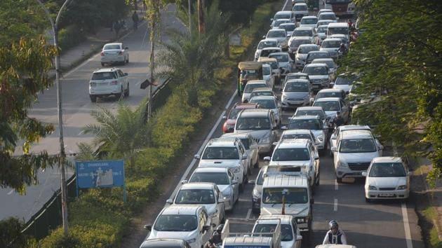 Traffic Jam On NH 73 Panchkula to Yamunanagar at Majri Chowk in Panchkula.(Sant Arora/HT)