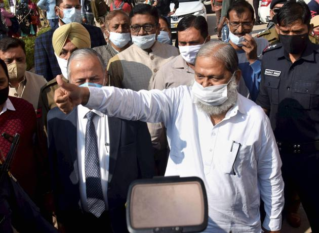 Haryana home minister Anil Vij said a three-member panel has been set up to frame laws against 'love jihad'.(PTI)
