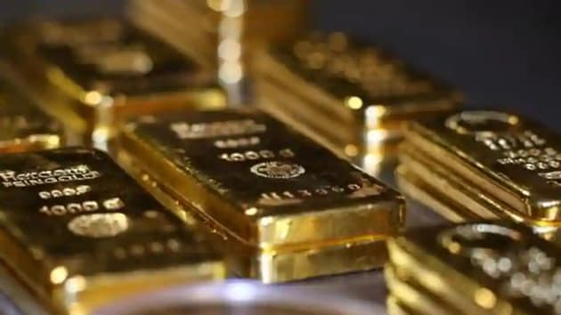 Spot gold fell 0.1% to $1,808.30 per ounce, down 3.4% on the week so far, it's biggest weekly loss since September 25.(Reuters)