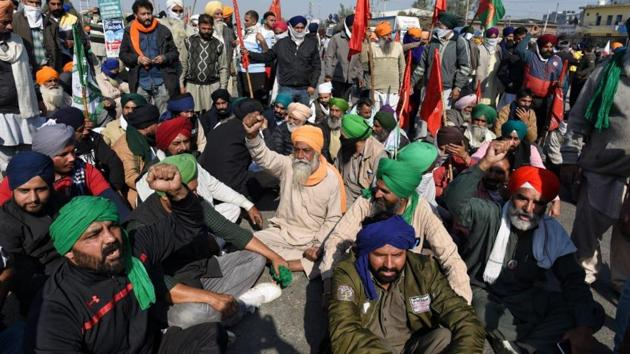 As the visuals of the protests on Delhi-Haryana border being stopped went viral, farmer bodies in at least 12 districts of Uttar Pradesh held protests and blocked traffic on highways with leaders calling the farmers to start a march towards Delhi from Saturday. (HT Photo)