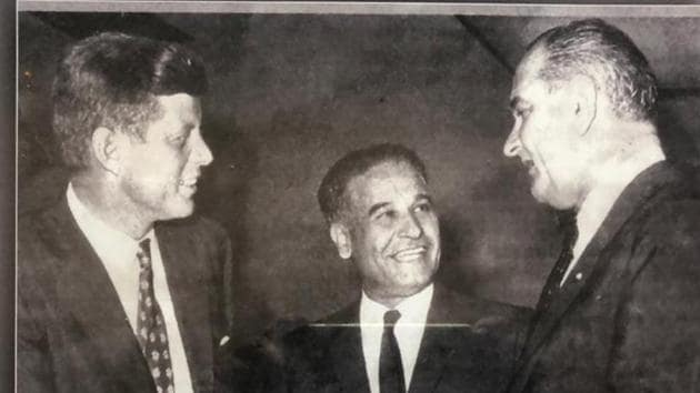 Congressman Dalip Singh Saund (centre) with the then US president John F Kennedy (left) and vice-president Lyndon B Johnson.(HT Photo)