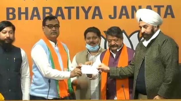 TMC MLA Mihir Goswami joins BJP in the presence of senior party leaders at BJP headquarters in New Delhi.(TWITTER/ @BJP4India.)