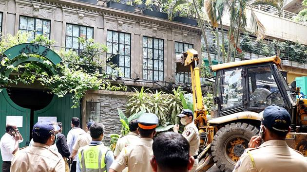 Brihanmumbai Municipal Corporation officials demolishing Kangana Ranaut's office in Mumbai in September.(ANI File)