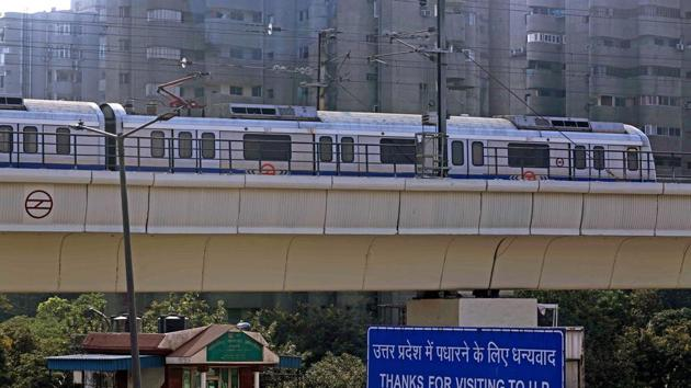 A Metro train stops amid farmers' protest, at Anand Vihar Metro station in New Delhi on Thursday.(ANI)