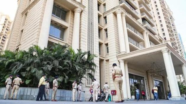 Enforcement Directorate (ED) officials during a raid at the premises of Shiv Sena MLA Pratap Sarnaik in a money laundering case, in Thane.(PTI file photo)