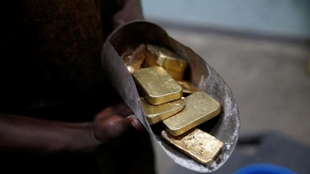 An employee holds gold bars before the refining process at AGR (African Gold Refinery) in Entebbe, Uganda(Reuters File Photo)