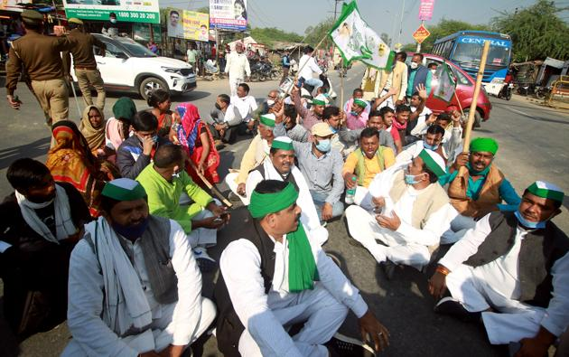Farmers blocked traffic on highways at different points in eight districts of the Meerut region in western Uttar Pradesh on Friday.(ANI Photo)