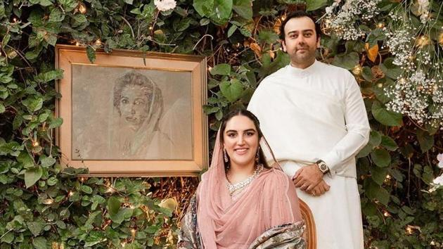 Bakhtawar Bhutto and Mahmood Choudhry pose with Benazir Bhutto's portrait(Instagram)