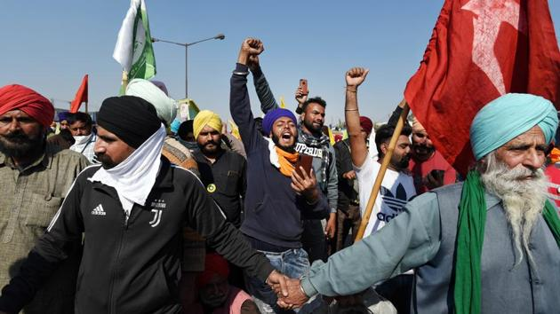 Members of farmers' groups raise slogans while waiting to enter the national capital at Singhu Border on November 27. Farmer unions in Punjab and Haryana say the recent reform laws will dismantle the minimum support price (MSP) system. They argue that over time big corporate houses will dictate terms and farmers will end up getting less for their crops. (Sanchit Khanna / HT Photo)