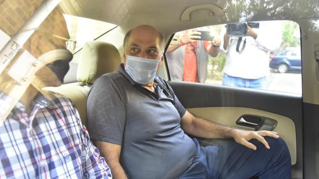 Cox & Kings promoter Ajay Kerkar being taken to PMLA court on Friday.(Anshuman Poyrekar/HT Photo)