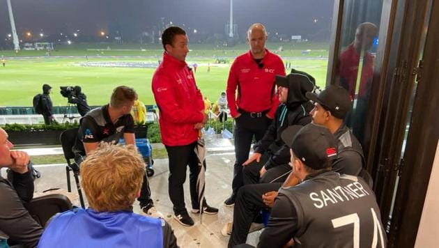 New Zealand cricketers having a chat with the umpires(Blackcaps/Twitter)