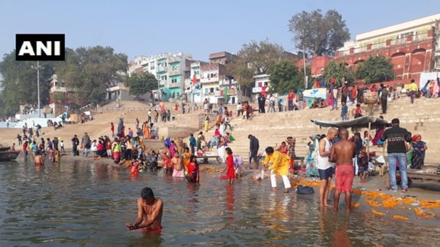 Devotees gathered at Triveni Sangam to offer prayers and take the holy dip in River Ganga on the occasion of 'Kartik Purnima'.(ANI)
