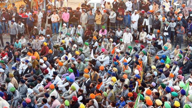 Rejecting the Centre's offer to hold talks once they move to the Burari ground, the farmers said they will not accept any conditional dialogue and have called a meeting to discuss their next course of action later in the day.(Raj K Raj/HT Photo)