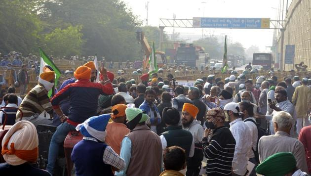 Farmers gather in protest Ghazipur on the Delhi-UP border on Monday.(Sakib Ali/HT PHOTO)