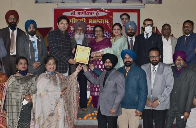 Former DEO (secondary) Swaranjit Kaur being felicitated during a function at Government School, Punjab Agricultural University, in Ludhiana on Monday.(Harsimar Pal Singh/HT)