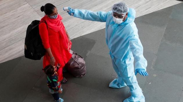 The BMC said when an offender, after being fined, goes ahead without a face mask, the objective of implementing the Covid-19 prevention protocol remains unfulfilled.(Reuters file photo)