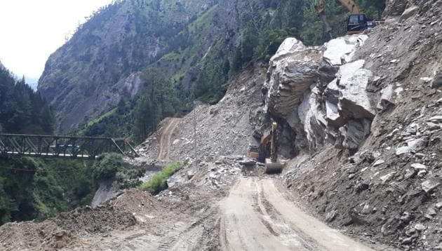 Road widening work underway on a stretch between Joshimath and Badrinath shrine in Chamoli district.(HT file photo)