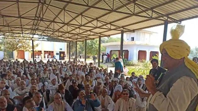 Dadri Independent MLA Sombir Sangwan addressing a gathering of the Sangwan Khap on Monday where he announced his decision to quit the post of Haryana Livestock Development Board chairman.(HT Photo)