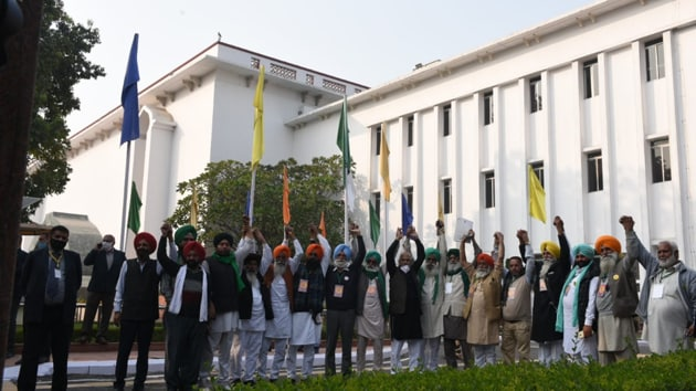 Farmer unions leaders arrive at Vigyan bhawan for talks with government in New Delhi on Tuesday. (Photo by Arvind Yadav/ Hindustan Times)